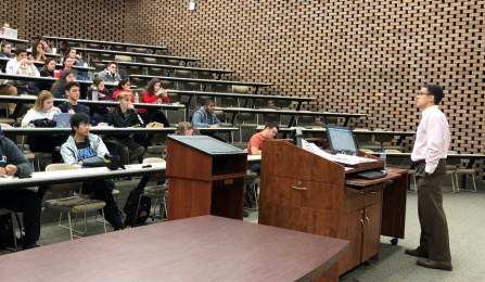 Professor James Gardner teaching Introduction to the American Legal System to a classroom of more than 70 undergraduate students.